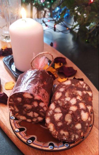 Шоколадная колбаса из печенья. Классический рецепт
